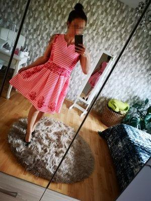 Vestido con enagua rojo frambuesa-blanco