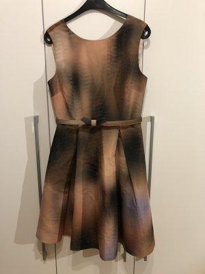 Tolles Kleid von Ted Baker in Größe 40 *neuwertig*
