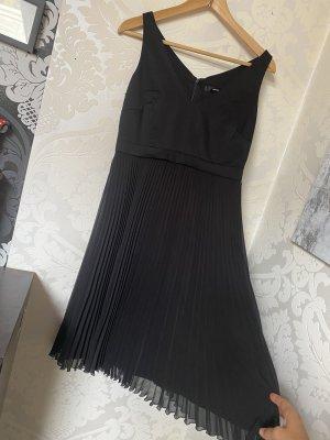 Tolles neues Halluber Kleid kleines schwarzes Plisseekleid Gr 36