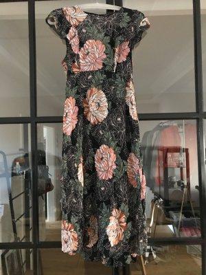 Tolles Plisseekleid von Zara Woman.