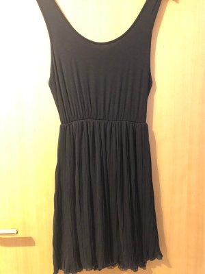 Tolles schwarzes Kleid mit Spitzenunterkleid
