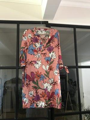 Tolles Seidenkleid mit süßem Print von Joyce & Girls.