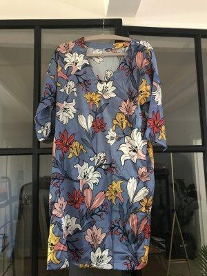Tolles Seidenkleid von Joyce & Girls mit schönem Blumenprint.