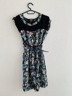 Tolles Sommerkleid mit Blumenmuster