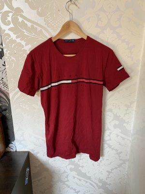 Tolles. Tommy Hilfiger T-Shirt Weinrot/Rot mit klassischen Hilfiger Logo in Gr M