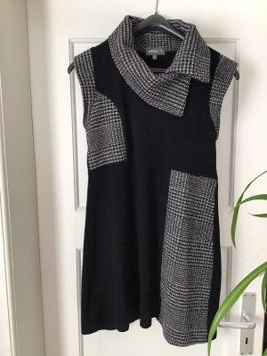 Apricot Woolen Dress black-white