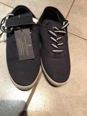 Tommy Hilfiger Sneaker inklusive weißen Wechselschnürsenkeln