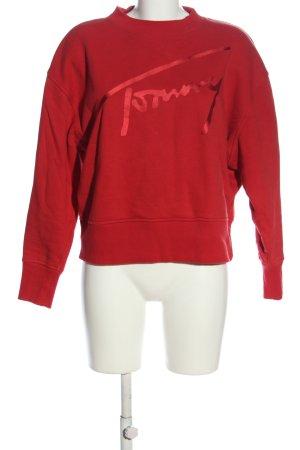 Tommy Hilfiger Suéter rojo letras impresas look casual