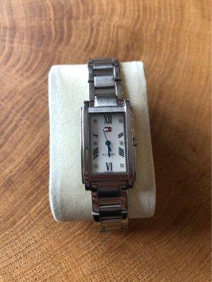 Tommy Hilfiger Montre avec bracelet métallique argenté