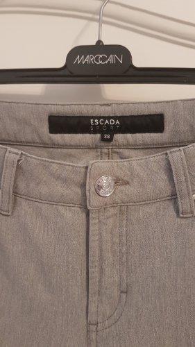 Topzustand: graue Jeans, Escada Sport, Gr. 38