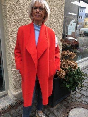 Cappotto a maglia rosso chiaro