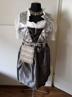 Trachten: Elegantes Dirndl inkl. Bluse, Umhängetasche und Halsschmuck