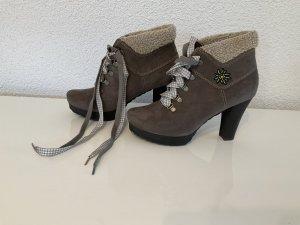 Trachten Schuhe von Tamaris