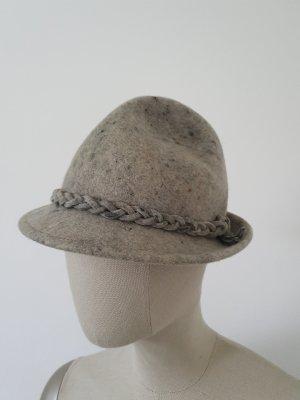 Tradycyjny kapelusz szary