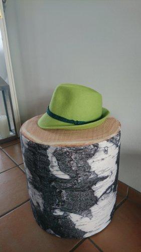 Gorro folclórico verde pradera