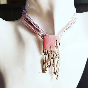 Zdobiony naszyjnik srebrny-jasny różowy