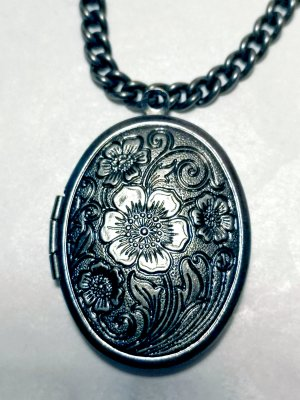 Medallion silver-colored