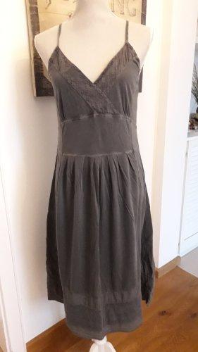 Träger Kleid