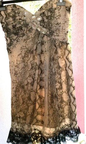 Trägerloses Abendkleid mit glamourösem Ausschnitt