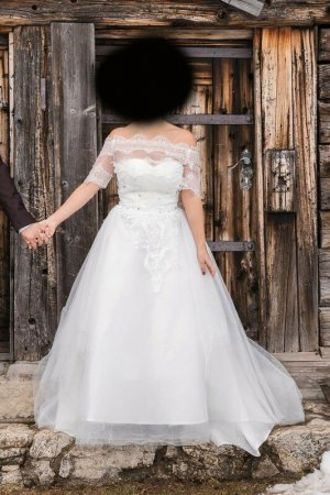 Trägerloses Brautkleid 36/38 weiß mit Glitzersteinchen und schleppe