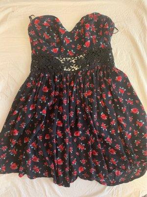 Trägerloses Kleid