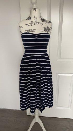 Trägerloses Kleid maritim