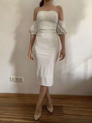 Trägerloses Kleid mit Ärmeln