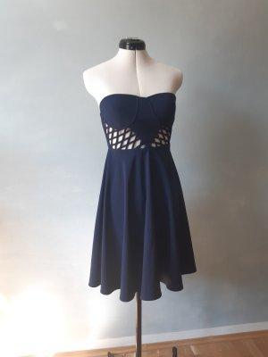 Trägerloses Kleid mit Cut-Outs