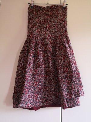 Trägerloses Kleid mit Taschen
