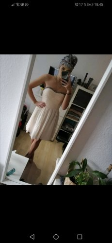 Trägerloses Kleid mit wunderschönen Details