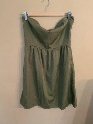 Trägerloses kurzes Kleid