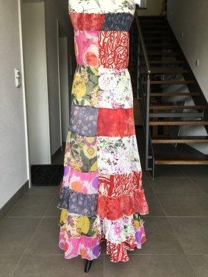 Trägerloses langes Kleid mit Rüsche