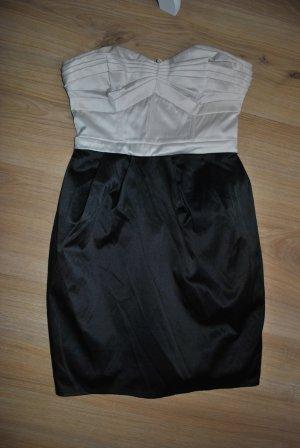 Trägerloses Minikleid