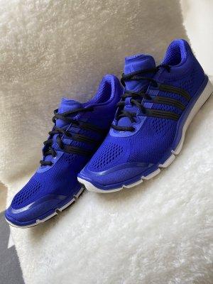 Trainingsschuhe von Adidas