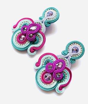 Abendkleid Boucle d'oreille incrustée de pierres multicolore