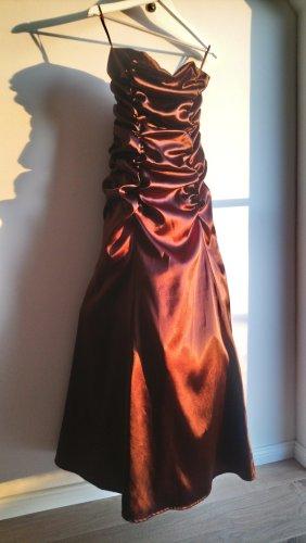 Traumhaftes Abendkleid Empireform schulterfrei Bandeaukleid Korsagenkleid braun glänzend Satin
