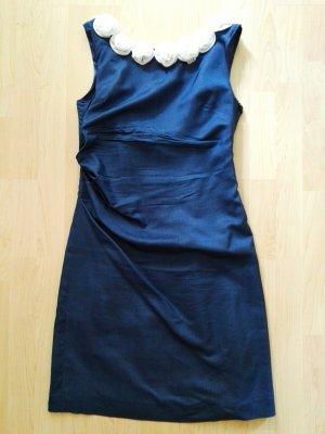 Traumhaftes Abendkleid in Nachtblau, tiefer Rückenausschnitt, Schneiderarbeit
