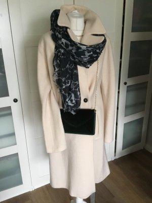 Traumhaftes Balenciaga  Tuch schwarz gemustert 140x140 neu mit ettikett