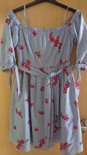 Traumhaftes Kleid mit Strickereien und Seitentaschen von Hallhuber