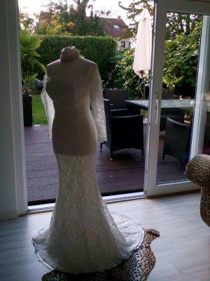 Traumschönes Brautkleid mit Carré Ausschnitt