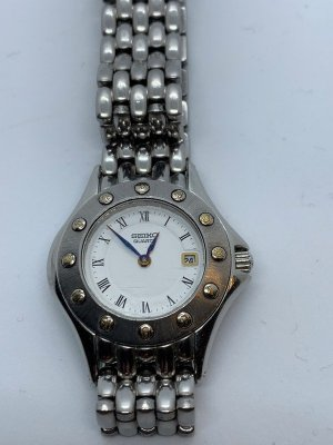 Seiko Watch With Metal Strap light grey