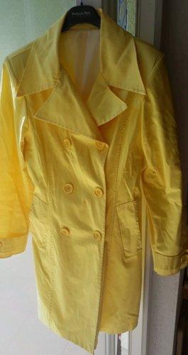 Trenchcoat jaune