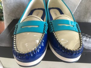 Trendfarbe 2021 Aqua Blue Grau und Royal Geox