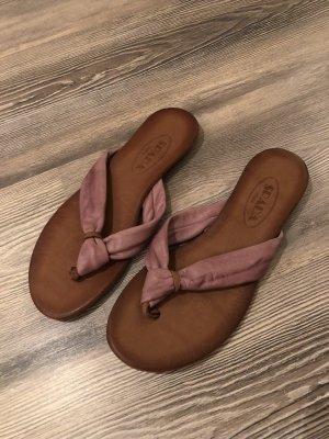 Trendige Sandalen