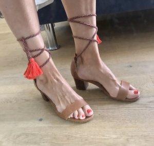 Trendige Sommersandalen 100% Leder mit roten Pompons