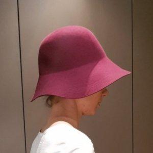 Seeberger Cloche Hat blackberry-red
