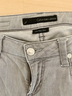 Trendy Calvin Klein Jeans Low rise slim W26 L32 wie neu