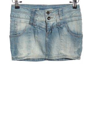 TRF Denim Minifalda azul look casual