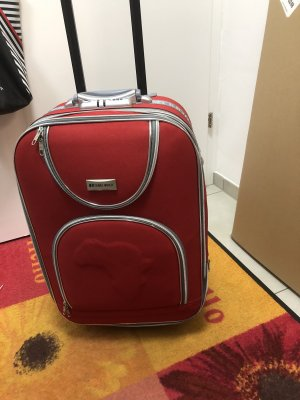 unbekannte Koffer karmijn