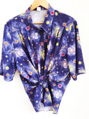 True Vintage Bluse Universum Motiv